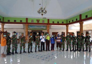 Penyemprotan Disinfektan Anti Covid-19, Pemdes Bedali Rangkul TNI