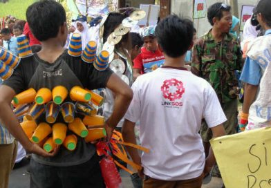 Kostum Sampah dari Kampung Kusta